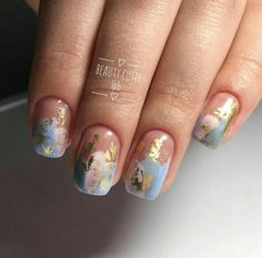 The advantage of the gel is that it allows you to enjoy your French manicure for a long time. There are four different ways to make a French manicure on gel nails. Cute Nails, Pretty Nails, My Nails, Hair And Nails, Acrylic Nail Shapes, Acrylic Nails, Gold Nail Art, Foil Nails, Nails With Foil