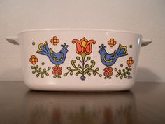 Lid is Pyrex and has a few small flea bites! Dutch Kitchen, Pennsylvania Dutch, Red Tulips, Vintage Glassware, Household Items, Blue Bird, Flower Designs, Pottery, Dishes