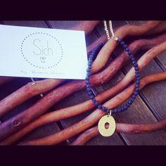 Dorado y negro una combinación que nos encanta ;)  #collares #novedades #handamade #madewithlove #moda #tendencias #fashion #mediterráneo #nuevacolección #complementos #mujer