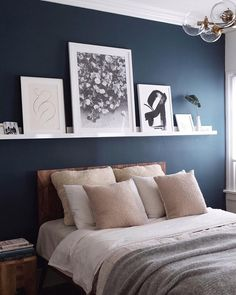 Top 6 Dunn Edwards Paint Colors for 2018 Dunn Edwards Slate Wall Navy Blue Accent Wall Paint Color Scheme for the master bedroom Blue Accent Walls, Accent Wall Bedroom, Blue Feature Wall Bedroom, Bedroom Wall Art Above Bed, Bedroom Wall Shelves, Shelf Above Bed, Accent Wall Decor, Accent Wall Colors, Wall Shelving