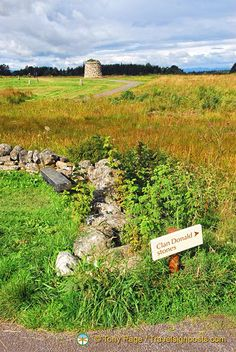 46 pictures of Culloden Battlefield, Inverness, Scotland.  I was here before the new centre.  Not a place a MacPherson should go to since they were late for the battle!
