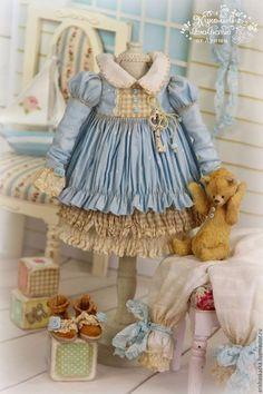 Купить или заказать Комплект для куклы нежно-голубой в интернет-магазине на Ярмарке Мастеров. Комплект для куколки в нежных голубых тонах , такой нежно-нежно голубой цвет .Мишка ,туфельки ,вообщем всё банально как всегда ))) Одежду не продаю ,шью для своих кукол ,выкладываю для оформления витрины. МАСТЕР-КЛАССЫ www.livemaster.ru/arishaskazka2…