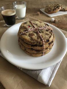 Je vous livre la recette des cookies aux 2 chocolats de Cyril Lignac qui est juste parfaite. C'est gourmand, croquant ; ) C'est riche en chocolat, trop bons