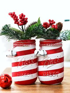 Candy Cane Mason Jars - Mason Jar Crafts Love Candy cane mason jars - How to make Candy Cane mason jars. Tutorial on how to make Christmas candy cane mason jars. Mason Jar Christmas Crafts, Mason Jar Crafts, Christmas Candy, Christmas Diy, Christmas Decorations, Xmas, Christmas Design, Pot Mason Diy, Mason Jar Projects