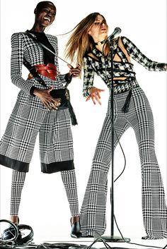 Guarda la sfilata di moda Balmain a Parigi e scopri la collezione di abiti e  accessori 051a5a358f7