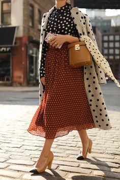 Polka dots on polka dots outfit Dots Fashion, Fashion Mode, Skirt Fashion, Fashion Outfits, Fashion Tips, Fashion Trends, Fashion Ideas, Womens Fashion, Feminine Fashion