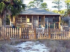 Carrabelle Cottage - FL Rental.  I would love to rent this cottage! Carrabelle Florida, Panhandle Florida, Florida Vacation, Florida Beaches, Fort Myers Beach Rentals, Saint George Island, Indian Shores, Sunshine State, Panama City Panama
