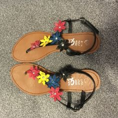Flower Sandals cute and comfy. worn very few times. some dirt on bottom of shoes which can be cleaned as much as possible if requested before shipping. smoke free home. Shoes Sandals