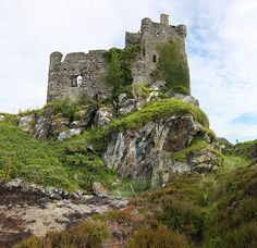 Royal Vacation Spot (um before deteriorating? Scotland Castles, Scottish Castles, Castle Ruins, Castle House, Beautiful Castles, Beautiful Places, Places To Travel, Places To See, Celtic