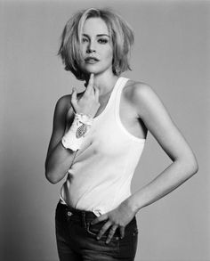 Sharon Stone an activist and great actress (and I like her hair) Charles Bronson, Keira Knightley, Sharon Stone Photos, Divas, Stone Pictures, Beautiful Actresses, Hollywood Actresses, American Actress, Her Hair