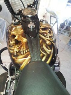 HD Tank - Best Airbrush Art Images, Videos and Galleries: share, rate thousand of Pictures and discover the latest uploads! - Just Airbrush Custom Paint Motorcycle, Motorcycle Tank, Airbrush Designs, Airbrush Art, Air Brush Painting, Car Painting, Harley Davidson Images, Custom Tanks, Custom Airbrushing