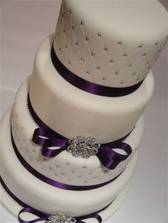 Plain and quilted tiers wedding cake