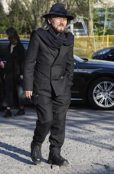 Yohji Yamamoto Photos - Designer Yohji Yamamoto arrives at a photocall prior his first fashion show 'Cutting Age' in Germany at St. Agnes Church on April 2013 in Berlin, Germany. - Yohji Yamamoto Poses in Berlin Tokyo Fashion, Fashion Night, High Fashion, Mens Fashion, Yohji Yamamoto, Japanese Fashion Designers, Master Tailor, Simple Style, My Style