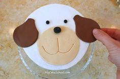 Face made by cutting circles.oh my, how easy Fondant Dog, Fondant Flower Cake, Cupcake Cakes, Dog Cupcakes, Car Cakes, Fondant Cakes, Easy Cake Decorating, Birthday Cake Decorating, Cake Decorating Tutorials