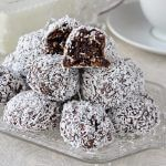Easy Fudgy No Bake Chocolate Snowballs a. Soft chocolate fudge balls with the goodness of oatmeal and coconut. Rock Recipes, Sweets Recipes, Candy Recipes, Baking Recipes, Cookie Recipes, Coconut Treat Recipes, Game Recipes, Holiday Baking, Christmas Baking