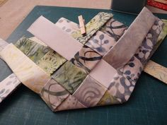 Patchwork Bags, Patch Quilt, Origami, Diy And Crafts, Patches, Basket, Quilts, Sewing, Fabric