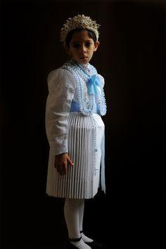 "Ein ""Marienmädchen"" im rumänischen Santanna. Serie ""Brautkronen"", 2011  Banat, Romania"