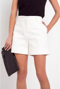 Short Alfaiataria Pistoia Off White Shorts Outfits Women, Short Outfits, Short Dresses, Short Branco, Piece Of Clothing, Clothes For Women, My Style, Off White, Casual