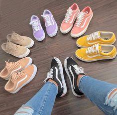 Tenis vans old Skool black and white Sneakers Vans, Moda Sneakers, Tenis Vans, Sneakers Mode, Sneakers Fashion, Sneakers Style, Vans Old Skool, Cute Vans, Sneaker Trend