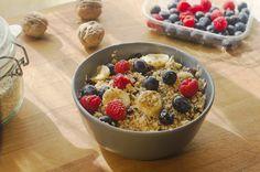 Hoy os traigo mi desayuno vegano definitivo: un porridge de avena y frutas, totalmente vegano, sin azúcar añadido y súper saludable.