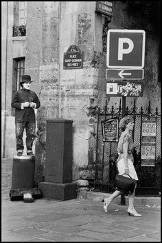 Elliott Erwitt, Paris, France, 1991. © Elliott Erwitt/Magnum Photos