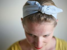 This is so clever, with the elastic in the back so you don't have to actually tie/untie the bow on top!