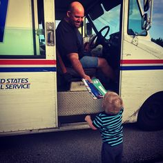 The smallest #USPS fans often create the biggest smiles.   #MailCarrier #USPS #PostOffice #Package #Mail #Mailchic #CityCarrier #RuralCarrier #Babies #KidsofInstagram