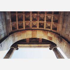 #19thcenturyart #memorialarch #wellingtonarch #apsleyway #hydeparkcorner #london #visionlondon… Hyde Park Corner, Big Ben, Arch, London, Building, Travel, Instagram, Longbow, Viajes