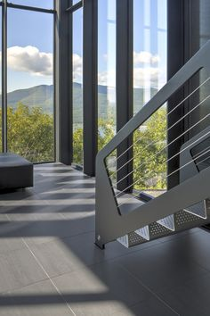 Image 37 of 58 from gallery of Shokan House / Jay Bargmann. Photograph by Brad Feinknopf Staircase Handrail, Grand Staircase, Stair Railing, Railings, Railing Design, Staircase Design, Steel Stairs, Modern Stairs, Balcony Railing