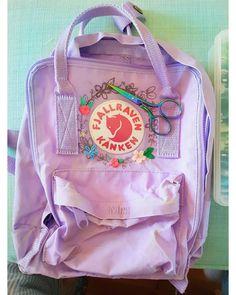 Sewing worrrrrlllllldddddd🌎 Mochila Kanken, Kanken Backpack, Diy Embroidery, Embroidery Patterns, Aesthetic Backpack, Cute Backpacks, Boards, Backpack Decoration, Eritrean