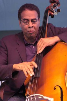 Stanley Clarke is an American jazz musician and composer known for his innovative and influential work on double bass and electric bass as well as for his numerous film and television scores. He is best known for his work with the fusion band Return to Forever, and his role as a bandleader in several trios and ensembles. Jazz Artists, Jazz Musicians, Sound Of Music, Good Music, Stanley Clarke, Jazz Cat, Contemporary Jazz, All That Jazz, Jazz Guitar