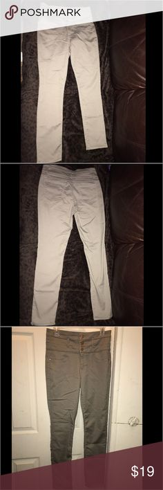 Olive Green high waisted pants Size 10 olive green refuge high waisted jeans from Charlotte Russe. Only worn twice. Super comfy. Price tags are missing on this item. Charlotte Russe Jeans Skinny