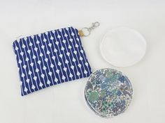 Blue and white arrow print zipper pouch with reusable breastfeeding nursing pads set Makeup Pouch, Cosmetic Pouch, Modern Cloth Nappies, Nursing Pads, Arrow Print, Coordinating Fabrics, Waterproof Fabric, Zipper Pouch, Bobs