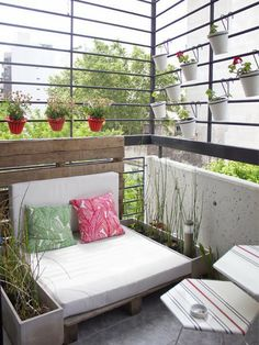 Terrazas on pinterest balconies terraces and small - Decoracion terrazas pequenas ...