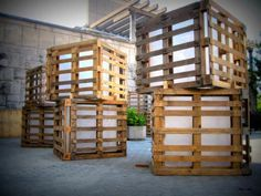 Huge Lights For a Summer Festival Made From Recycled Pallets Pallet For Outdoor Projects Pallet Lights & Lamps Diy Pallet Furniture, Diy Pallet Projects, Outdoor Projects, Pallet Ideas, Furniture Design, Deco Furniture, Chair Design, Design Design, Modern Furniture