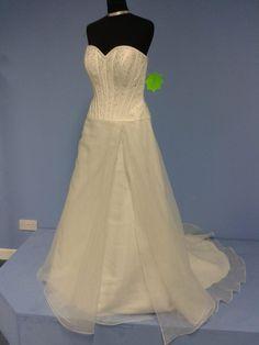 wedding dress on sale €350