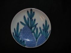 A fine pair of Nabeshima small dishes. 18th century.