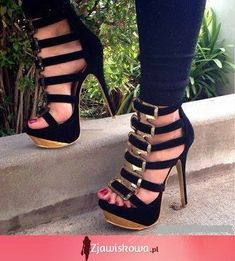 L❤VE sexyyy, strappy sandals and heels. ⚘