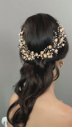 May 2020 - Coastal organic real bridal wedding hairstyles accessories wedding headdress. Beautiful golden leaves and freshwater pearls hairpins. Cluster together for a beautiful detail. Bridal Hair Accessories With Veil, Wedding Accessories, Flower Hair Accessories, Wedding Headdress, Beach Wedding Headpieces, Wedding Headband, Bridal Headpieces, Pearl Hair Pins, Wedding Hair And Makeup