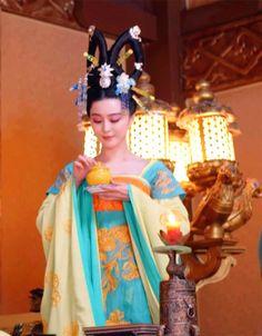 Fan Bingbing in 'Empress of China'. Traditional Chinese, Chinese Style, Traditional Dresses, The Empress Of China, Fan Bingbing, Chinese Movies, Asian Fashion, Chinese Fashion, Korean Dress