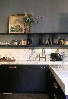 Tips for painted cabinets from Farrow & Ball - Cabinets are Railings and walls are De Nimes // Centered by Design Kitchen Interior, New Kitchen, Kitchen Decor, Kitchen Ideas, Kitchen Size, Smart Kitchen, Stylish Kitchen, Kitchen Planning, Minimal Kitchen