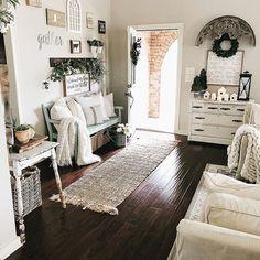 Farmhouse style entryway and foyer area, decorated for Spring. #springdecor #livingroom #farmhousestyle #homedecor #entryway