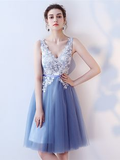 A beautiful homecoming dress will make you the queen in the dance party. See here to find more homecoming dresses