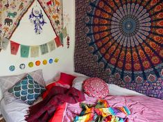 Bohemian Decorating Ideas and Designs - Bohemian Lifestyle Ideas and Designs. Bohemian Style Bedding, Bohemian House, Bohemian Interior, Boho Decor, Bohemian Decorating, Decorating Ideas, Decor Ideas, Furniture Styles, Decoration Table
