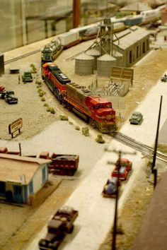 cz San Diego Model Railroad Museum - One of the largest model railroad museums in North America N Scale Model Trains, Model Train Layouts, Scale Models, San Diego, Escala Ho, Garden Railroad, Ho Trains, Ho Scale, North America