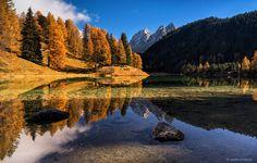 Dieser malerische schweizer Bergsee befindet sich bei Preda an der Albula Passstrasse und gehört zu den meist fotografierten Seen der süd-östlichen Schweiz. Wir waren auf dem Weg ins Engadin und machten an einem schönen, sonnigen Nachmittag einen Zwischenhalt am See. Die Lärchen hatten ihr leuchtendes Herbstkleid angezogen, das Wasser war ruhig und die Spiegelung perfekt…