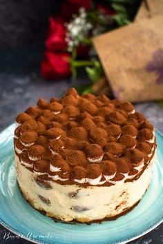 Rețeta clasică de tort Tiramisu. Cum se însiropează pișcoturile, cum se face crema de mascarpone pentru un Tiramisu rapid, elegant și delicios. Jacque Pepin, Romanian Food, No Bake Desserts, Cake Recipes, Biscuits, Deserts, Food And Drink, Ice Cream, Sweets