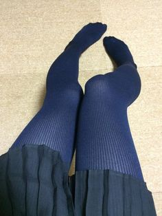 Nylons, Pantyhose Outfits, Tights Outfit, Blue Tights, Colored Tights, Opaque Tights, Ripped Leggings, Girls In Leggings, Tight Leggings