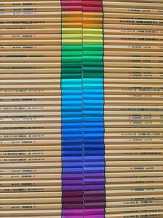Drawing Utensils, Middle School Supplies, Cool Pencil Cases, Bullet Journal Titles, School Suplies, Art Studio Organization, Fineliner Pens, Stabilo Boss, Stationery Pens
