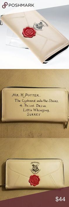 Free magical gift with purchase. Harry Potter Baby Clothes, Harry Potter Bag, Harry Potter Hogwarts, Wax Seals, Wallets, Envelope, Card Holder, Corner, Zip